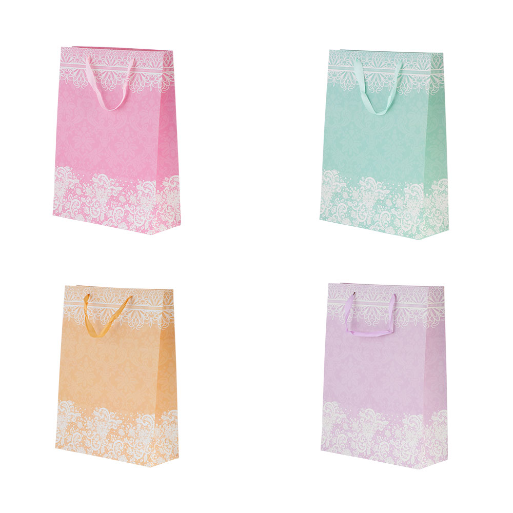 Medium decorated gift bag with satin ribbon متجر 15 وأقل
