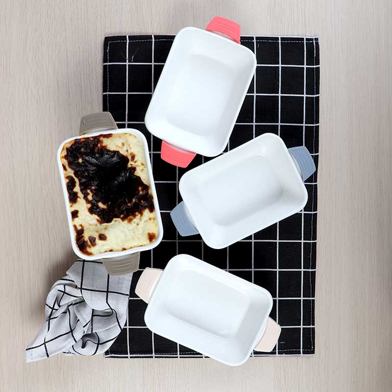 Rectangle Ceramic Dish With Silicon Handles In Biege Color متجر 15 وأقل