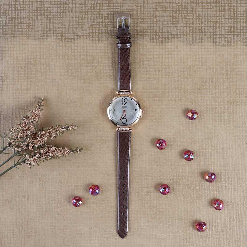 ساعة يد بعقارب وسوار جلدي لون بني بتصميم انيق متجر 15 وأقل