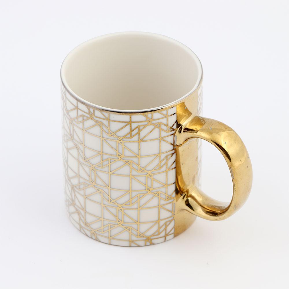 كوب زجاجي لون بيج بقبضة يد ذهبية بزخرفة هندسية جميلة موديل 4 متجر 15 وأقل