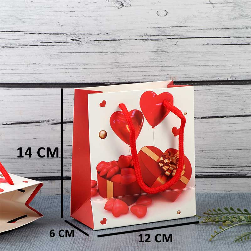 A Small Gift Bags With red hearts design متجر 15 وأقل