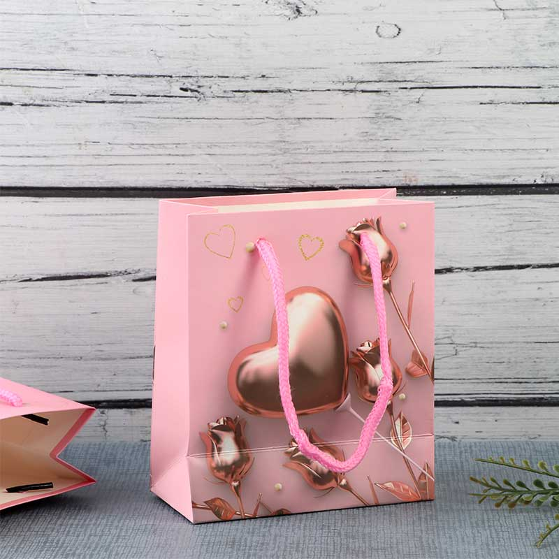 A Small Pink Gift Bags With hearts design متجر 15 وأقل