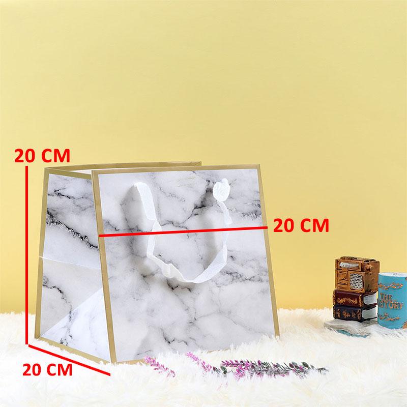 كيس للهدايا وللتوزيعات بلون أبيض مموج بأسود متوسط الحجم على شكل رخام متجر 15 وأقل