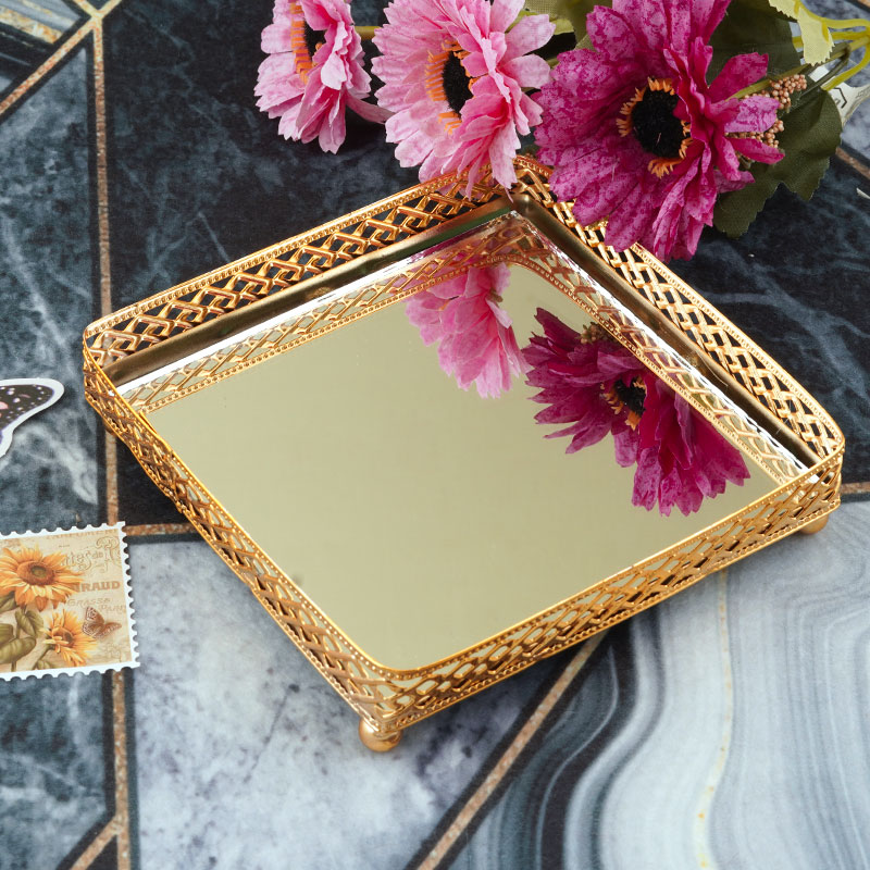 Square Gold Serving Plate Small With Reflective Mirror With geometric motifs Decoration 13×13 cm متجر 15 وأقل