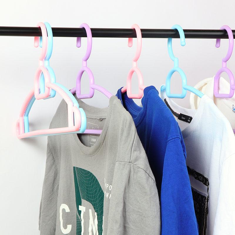 طقم علاقة ملابس بلاستيك مكونه من 5 قطع أزرق متجر 15 وأقل